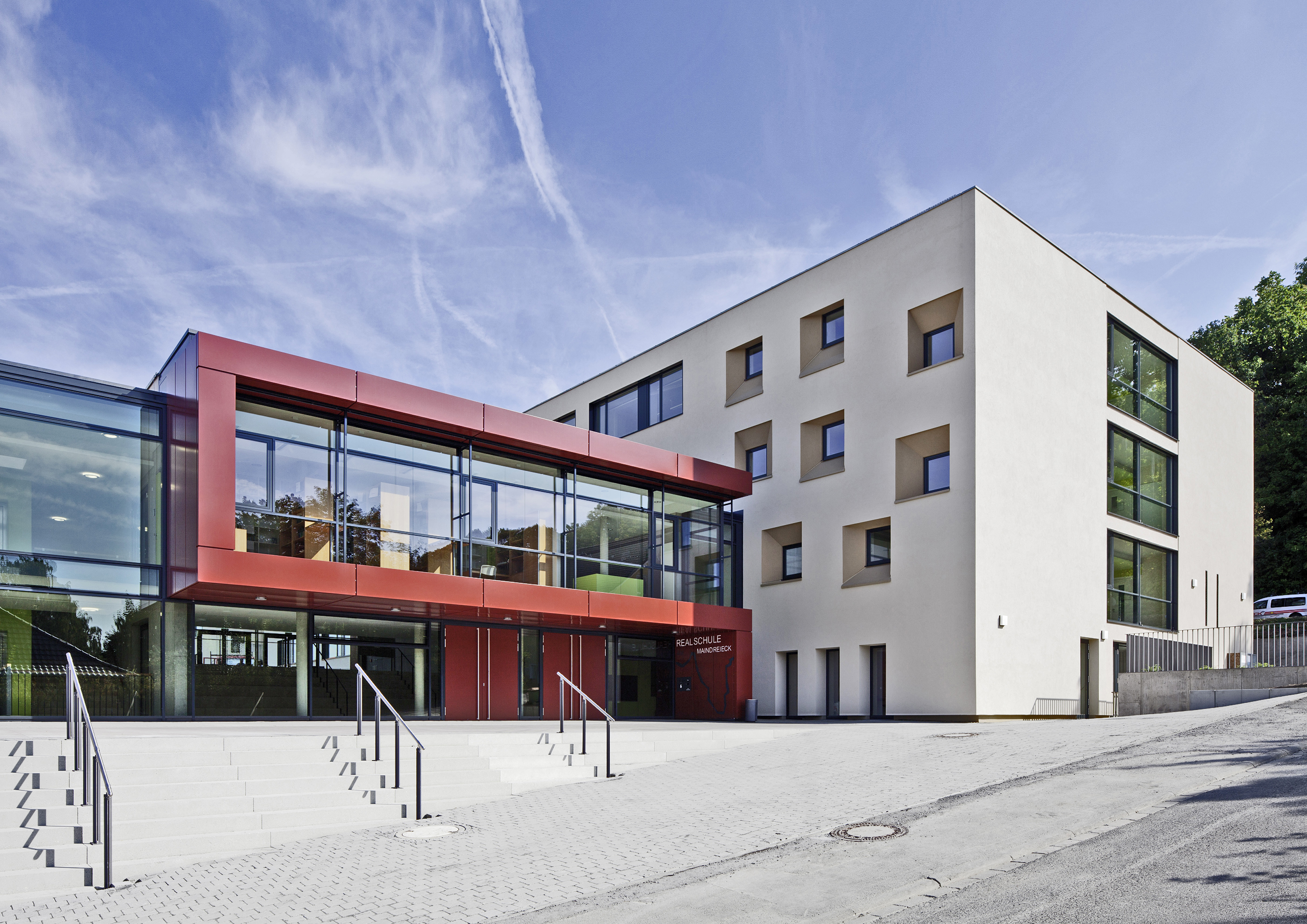 https://www.architektur-fassade.de/wp-content/uploads/2021/02/10501_RSOchsenfurt01.jpg